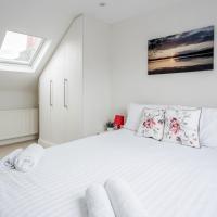 Spacious Bedroom modern with en-suite bathroom