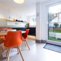 The Orange House - funky & stylish, sleeps 10
