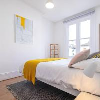 Charming, bright & new beach balcony flat