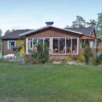 Two-Bedroom Holiday Home in Ingaro