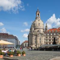 Großes Apartment im Zentrum von Dresden, 2 Schlafzimmer, 2 Bäder, Balkon