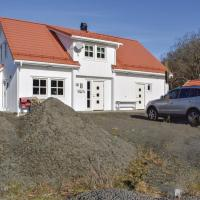 Four-Bedroom Holiday Home in Hidrasund