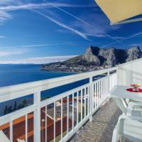 Two-Bedroom Apartment in Omis
