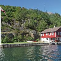 Five-Bedroom Holiday Home in Hidrasund