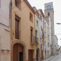 Five-Bedroom Holiday Home in Montbrio del Camp