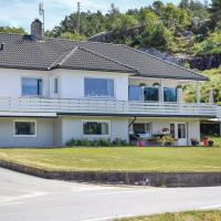 Holiday Home Hellvik with Hot Tub I </h2 </a <div class=sr-card__item sr-card__item--badges <div class= sr-card__badge sr-card__badge--class u-margin:0  data-ga-track=click data-ga-category=SR Card Click data-ga-action=Hotel rating data-ga-label=book_window:  day(s)  <i class= bk-icon-wrapper bk-icon-stars star_track  title=4 stjerner  <svg aria-hidden=true class=bk-icon -sprite-ratings_stars_4 focusable=false height=10 width=43<use xlink:href=#icon-sprite-ratings_stars_4</use</svg                     <span class=invisible_spoken4 stjerner</span </i </div   <div style=padding: 2px 0    </div </div <div class=sr-card__item   data-ga-track=click data-ga-category=SR Card Click data-ga-action=Hotel location data-ga-label=book_window:  day(s)  <svg alt=Beliggenhet class=bk-icon -iconset-geo_pin sr_svg__card_icon height=12 width=12<use xlink:href=#icon-iconset-geo_pin</use</svg <div class= sr-card__item__content   <strong class='sr-card__item--strong'Hellvik</strong • <span 5 km </span  fra Midtbrød </div </div </div </div </div </li <div data-et-view=cJaQWPWNEQEDSVWe:1</div <li id=hotel_4702039 data-is-in-favourites=0 data-hotel-id='4702039' class=sr-card sr-card--arrow bui-card bui-u-bleed@small js-sr-card m_sr_info_icons card-halved card-halved--active   <div data-href=/hotel/no/one-bedroom-apartment-in-hellvik.no.html onclick=window.open(this.getAttribute('data-href')); target=_blank class=sr-card__row bui-card__content data-et-click=  <div class=sr-card__image js-sr_simple_card_hotel_image has-debolded-deal js-lazy-image sr-card__image--lazy data-src=https://q-cf.bstatic.com/xdata/images/hotel/square200/212681554.jpg?k=788e7af829e2d5110ba2021219d92198c9620d5d65f0f49a03b46a5bebbf54d8&o=&s=1,https://r-cf.bstatic.com/xdata/images/hotel/max1024x768/212681554.jpg?k=2705770a7f1a17ae5ebc151b4d83de16674325995e703d74cad5e9483aced3fc&o=&s=1  <div class=sr-card__image-inner css-loading-hidden </div <noscript <div class=sr-card__image--nojs style=background-image: url('https://q