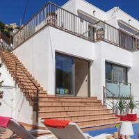 Three-Bedroom Holiday home Roses with Sea View 07