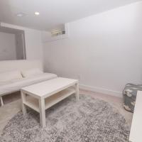 Cosy 1 Bedroom Suite in Leslieville