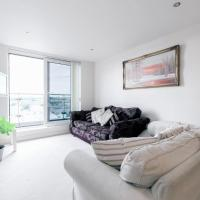 Chelsea / Imperial Wharf - Bright, modern, sunset view apartment