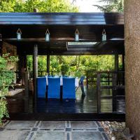 Veeve - The Secret Pavilion