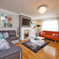 Luxury Stylish Interior Designed 3 Bedroom House with Garden Near Man City