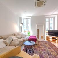Lovely large familial apartment in central Nice, ten minutes walk to the beach!