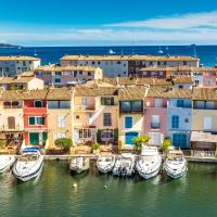 Beachfront Apartment with a/c in Port Grimaud