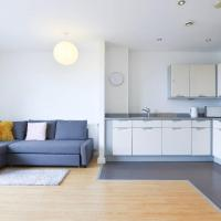 2BR Flat with Balcony in London by GuestReady