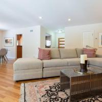 Stylish Studio City Home-Pool-Spa-Outdoor Kitchen
