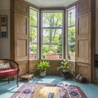 3BR Victorian Home with Garden by GuestReady