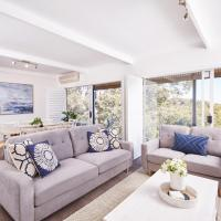 Bright and Spacious Family Home With Leafy Deck, hotel in Frenchs Forest