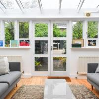 Stylish 2 Bedroom House In Nunhead With Garden