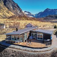 Awesome home in Stokmarknes w/ Jacuzzi, WiFi and 3 Bedrooms