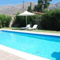 Villa with a pool in Lefkogia