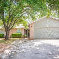 Beautiful House in an Exclusive Neighborhood with Sun-room, Game-room and BBQ area