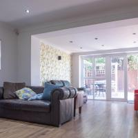 Lovely 4 Bedroom, 3 Storey East London House With Garden
