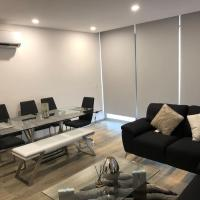 Luxury apartment with 2 king size comfy BR, totally equipped + bbq and pool, 10 min walking Tec de Monterrey