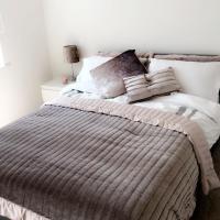 Modern 3 storey Town House Sleep 10 Broughton