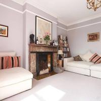 Elegant 3 Bedroom Home In North London