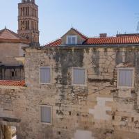 Split Palace View