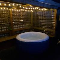 Large House, Sleeps 16! HOT TUB!
