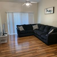 Spacious 3/2 condo in West Palm Beach w/ pool and hot tub