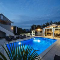 Beautiful holiday home with private pool, roofed terrace, 3 sea view terraces