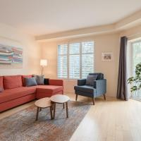 Immaculate Newly-Furnished Downtown with Parking