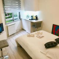 Palais Des Congrès ; La Défense ; Espace Champerret Beautiful studio fully equipped quiet and very comfortable ... ideal for your visit to Paris. Welcome !!!