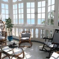 Grand appartement avec vaste terrasse privative en bord de mer