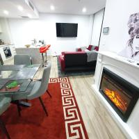 Lavish Quarters - 2 bed 2 bath, parking, sleeps 6, indoor & outdoor pool, spa and sauna and gym