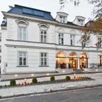 Red Baron Hotel & Restaurant, hotel in Świdnica