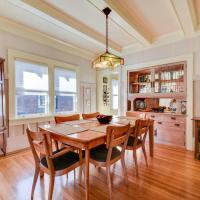 Peaceful & Comfortable Craftsman Home In Alameda Home