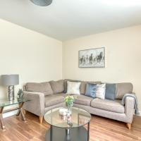Luxury Glasgow Airport Duplex Apartment + Parking Available