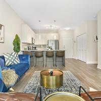 Oakbrook 208 - Trendy Living in Oakbrook! Resort-Style