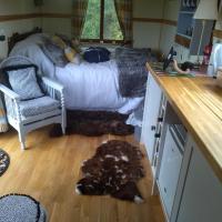 Glamping Malvern shepherd hut