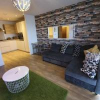 Modern Apartment overlooking River Thames - With Free Parking