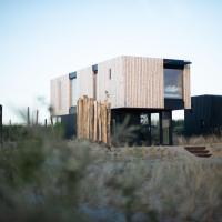 Modern, trendy theme Denim lodge, just 100 m from the sea