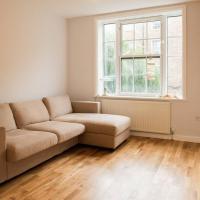 Modern 2 Bedroom Flat in Prime Waterloo Location