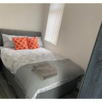 Modern Newly Refurbished 4 Bed House Close to City Centre & LFC