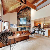 New Listing! Alpine Gem: Private Hot Tub & Sauna Townhouse