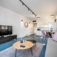 Modern & Sunny 1 BDR w balcony and parking
