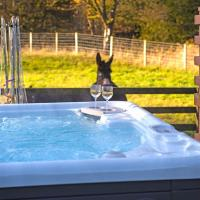 2 Bed Lodge with private Hot Tub on Animal Haven Farm