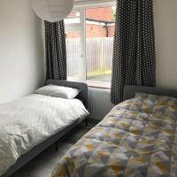 Room with 2 single beds
